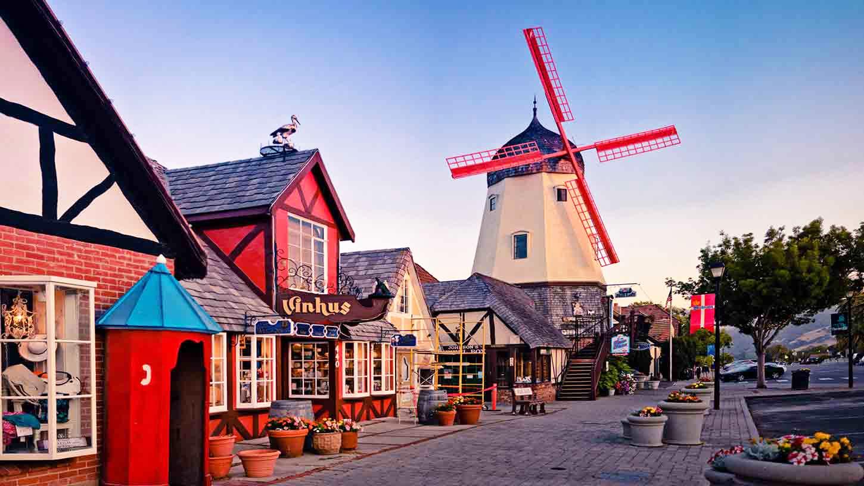 游艇之都、草莓之鄉、藝術之城、童話之城一日游